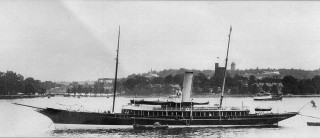 The third steam yacht Rosabelle before the First World War.  The white ensign does not show that she is a Royal Navy ship, but that her owner is a member of the Royal Yacht Squadron (an exclusive yacht club at Cowes). | Nottage Maritime Institute 00468