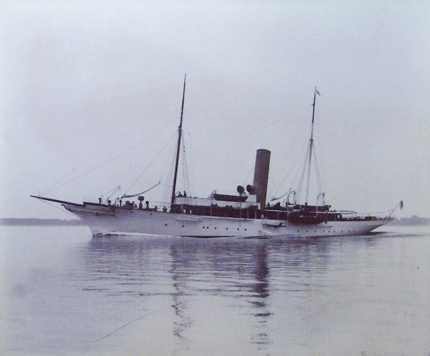 The steam yacht Vanessa in the Colne before WW1. | Nottage Maritime Institute 00473