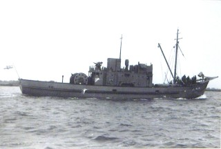 MMS15, Wivenhoe's first, and one of the Royal Navy's first motor minesweepers leaves the Colne to begin her great adventure. | Nottage Maritime Institute 00619