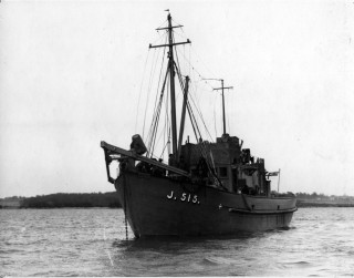 MMS15 the first of the Wivenhoe built motor minesweepers. | Nottage Maritime Institute 00749xa