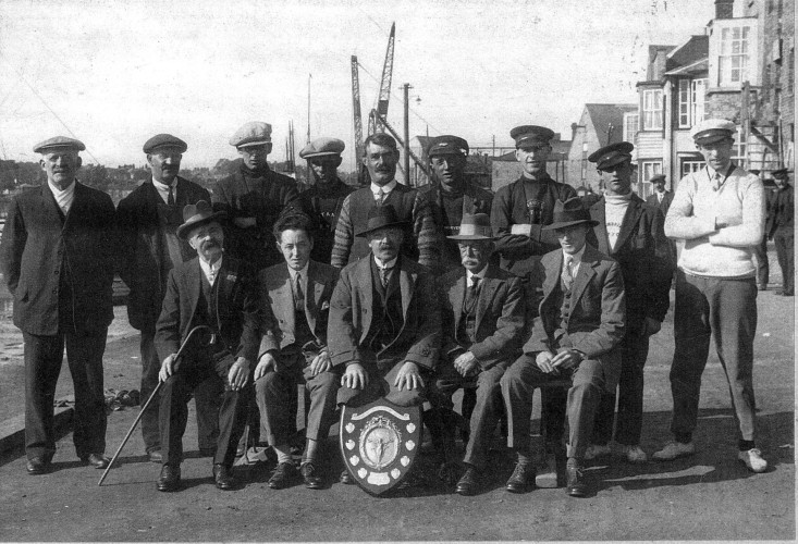 Members of Wivenhoe Sailing Club about 1925. | Nottage Maritime Institute 01085