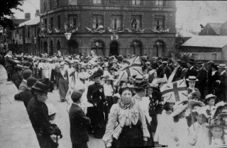 Coronation Parade going past the Grosvenor Hotel in 1911 | Nottage Maritime Institute 04329.23a