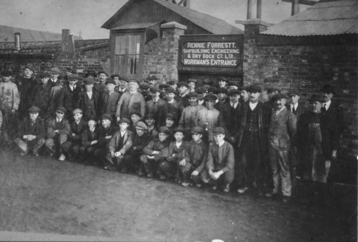 The shipyard employees pose outside Rennie Forrestt's gate. | Nottage Maritime Institute 04332.4.052b