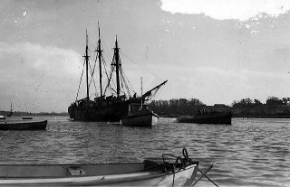 The Cap Pilar being towed to the West Quay before the intended repairs | Nottage Maritime Institute 04408.5