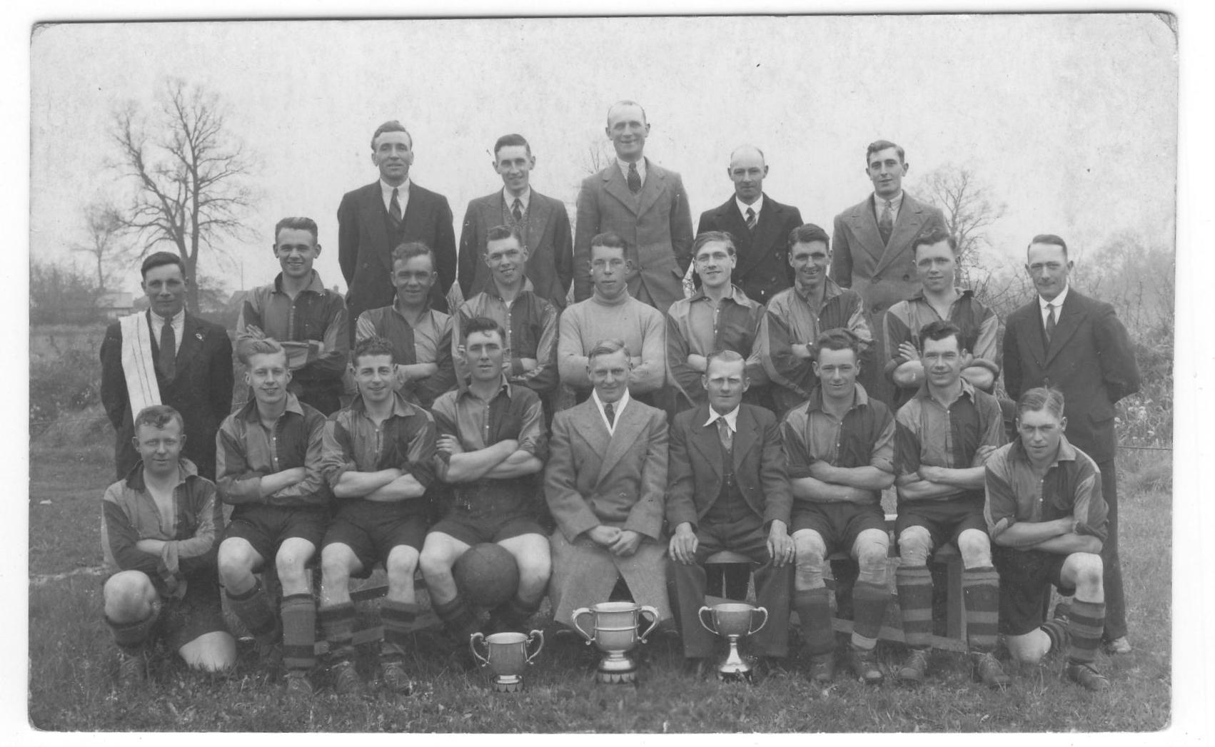 Wivenhoe footballers after a successful season. When? who?