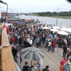 Crowd on Quay outside the Rose & Crown - 2011 | Photo: Mike Downes