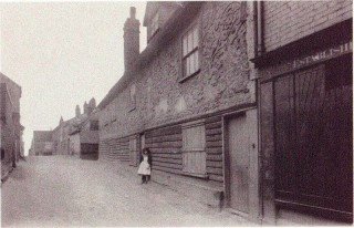 The Old Garrison House in East Street built around 1675. Photo taken around 1900 | Photo: Wivenhoe Memories Collection