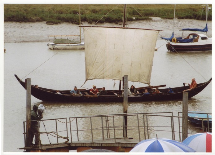 The Wolf-cub sails close in past the Quay. | Jan Ward (Nottage Maritime Institute)
