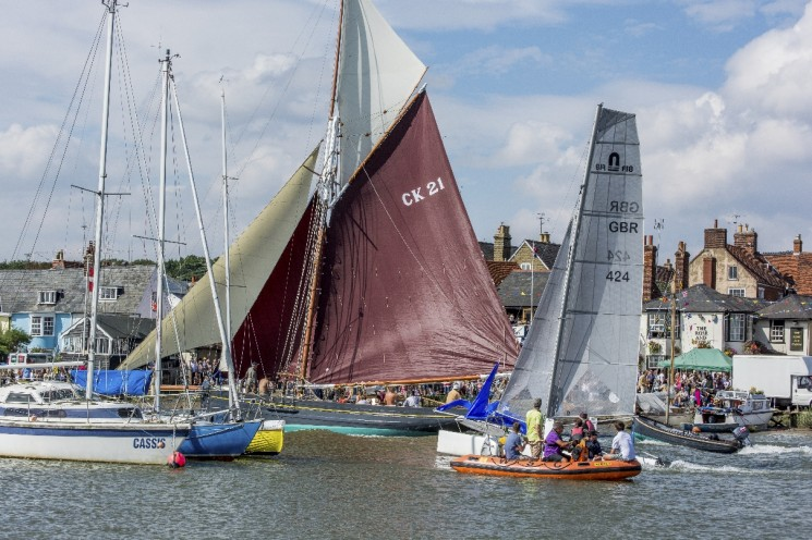 Smacks racing up the River Colne | Photo: Ivan Beales