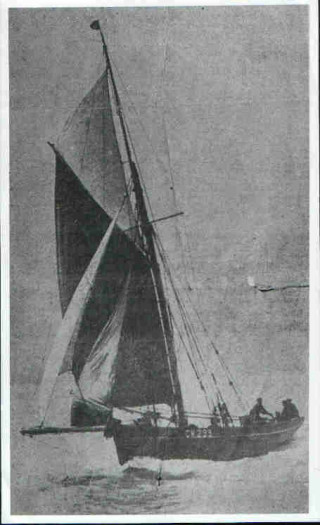 Smack 'Elise' with 'Friday' Green at the helm in 1922 |  From the Daily Mirror in 1922