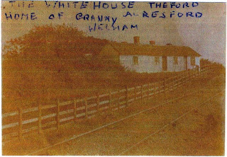 White House Cottage, also known as Copyhold or Copywood Cottage, close to Whitehouse Beach, Wivenhoe.      Photo from the Wivenhoe Memories Collection