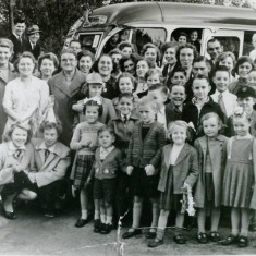 Children from Wivenhoe looking forward to an outing. | Wivenhoe Memories Collection