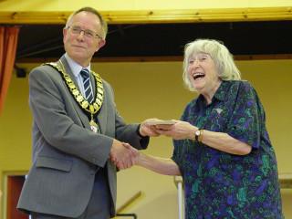 Town Mayor Cllr Brian Sinclair presenting a cheque to Joan Gifford | Jason Cobb