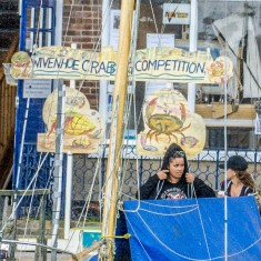Wivenhoe Crabbing Compition 2016 outside the Nottage | Ivan Beales