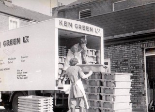 Ken Green unloading at the wet store | Wivenhoe Memories Collection