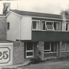 25 Valley Road in Summer 1971.  The large red  number on the white background of the garage door was painted by artist Alan Taylor. | Pat Marsden
