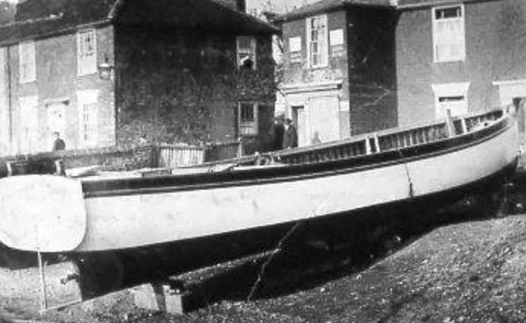 The Old Bakery in the Folly can just be seen behind the motorised skiff in the foreground. | Wivenhoe Memories Collection