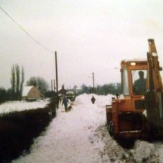 Snow drift on Colchester Road 1987 | Linzi Iddon, Wivenhoe Memories Collection