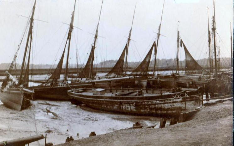 Sailing smacks lined up on Wivenhoe Quay  | Wivenhoe Memories Collection