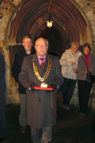 Wivenhoe Town Mayor in 2002 Cllr David Craze about to switch on all of the Christmas lights  | Photo by Peter Hill