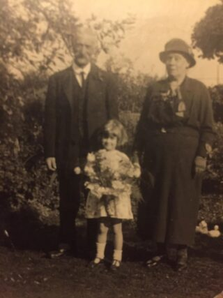 15 Oct 1933 Walter Reed and Elizabeth Joliffe who was landlady of The Anglesea Arms until 1914. | Picture owned by John Bowes