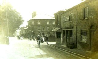 The Yachters Arms in the High Street c. 1900. It is the middle building of this row.