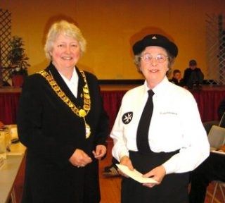 Town Mayor, Cllr Gilli Primrose, presented Pat Green of St John Ambulance Brigade, Wivenhoe Branch, with a cheque