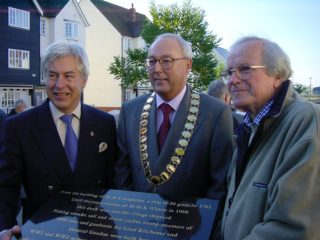 Cllr Peter Hill, proposer of the idea and who co-ordinated the arrangements standing with Town Mayor, Cllr David Craze, and Don Smith who devised the wording on the plaque.