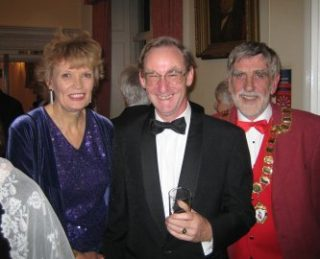 Town Mayor, Cllr Tom Roberts, with Lynda and Richard Edwardson | Peter Hill